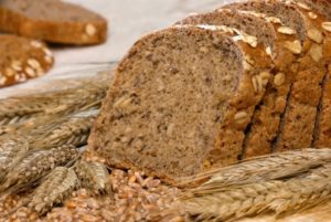 whole-grain-bread-and-cereal-1024x685-700x468